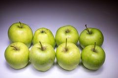 Acht grüne Äpfel Stockfoto
