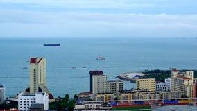 Acht Hochhaus, welches die Schlucht Quadrat-Küstenlandschaft übersieht Stockbilder