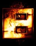 Acht, Illustration der Zahl mit Chromeffekten und rotes Feuer Lizenzfreie Stockfotos