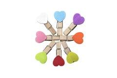 Acht Klammern mit mit bunten Herzen Stockbilder