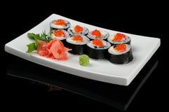 Acht Rollen mit rotem Kaviar Stockfoto