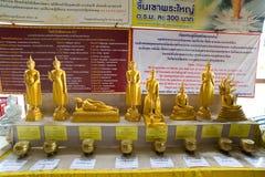 Acht Statuetten goldenes Buddhas Fotografiert auf dem territor Stockbild