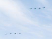 Acht SU-34 im Himmel über Moskau Stockfotografie