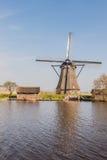 Achteckige mit Stroh gedeckte Windmühle in Kinderdijk die Niederlande Lizenzfreie Stockfotografie