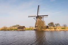 Achteckige mit Stroh gedeckte Windmühle in Kinderdijk die Niederlande Lizenzfreies Stockbild