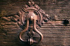 Achteckiger Klopfer einer alten Holztür Lizenzfreies Stockbild