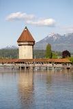 Achteckiger Turm im Fluss Reuss Stockfotografie