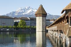 Achteckiger Turm und die überdachte Kapellen-Brücke Lizenzfreie Stockfotos
