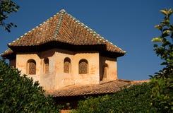 Achteckiges mit Ziegeln gedecktes Dach des Nasrid-Palastes, Alhambra Stockbilder