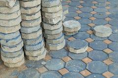 Achteckziegelstein für das Legen des Pflasterungsbodens im Bau Lizenzfreie Stockfotografie