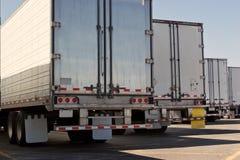 Achter de Aanhangwagens van de Vrachtwagen Royalty-vrije Stock Afbeeldingen
