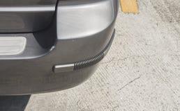 Achter de barst grijze kleur van de bumper oude auto royalty-vrije stock afbeeldingen