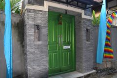 Achter de groene deur Royalty-vrije Stock Afbeeldingen