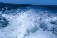 Achter het schip, de nevel van het overzees, royalty-vrije stock foto's