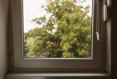 Achter het venster Royalty-vrije Stock Foto's