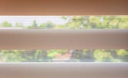 Achter het venster Stock Foto