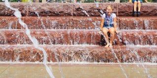 Achter het water stock fotografie