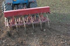 Achter Mening van Tractor met Ploeg Royalty-vrije Stock Fotografie