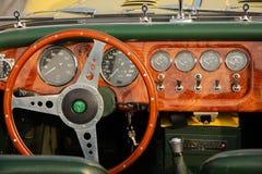 Achter Stromkreis der historischen Autos des Jachthafens Stockfotos