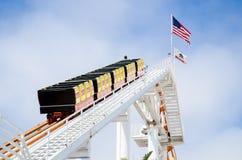 Achterbahn auf Santa Monica Pier Lizenzfreie Stockfotos