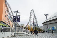 Achterbahn bei Tokyo Dome Stockbilder