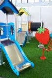 Achterbahn für Kinder auf Spielplatz zuhause Lizenzfreies Stockfoto