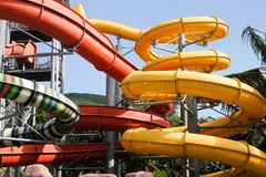 Achterbahn im Wasserpark Lizenzfreies Stockbild