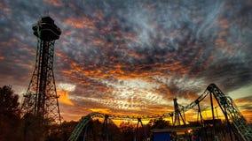 Achterbahn-Sonnenuntergang Stockfoto