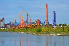 Achterbahnen am Vergnügungspark SochiPark Errichtet für die Olympischen Spiele 2014 Lizenzfreie Stockfotos