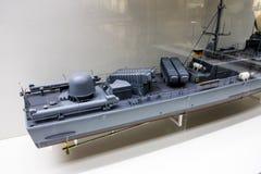 Achterdek van een modelmarineoorlogsschip in een museum Stock Foto's