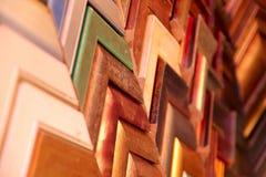 Achtergrond Abstracte textuur van gekleurde latjes Steekproeven van latjes voor de vervaardiging van kaders stock fotografie