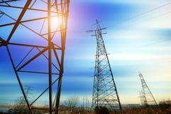 Achtergrond de met hoog voltage van de torenhemel Stock Foto's