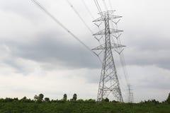 Achtergrond de met hoog voltage van de torenhemel Royalty-vrije Stock Foto's