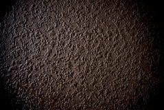 Achtergrond of de textuur van de Grunge de bruine korrelmuur stock foto's
