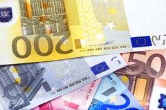 Achtergrond die van euro nota's wordt gecre?ërd Royalty-vrije Stock Afbeeldingen