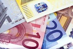 Achtergrond die van euro nota's wordt gecre?ërd Stock Afbeeldingen