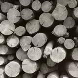Achtergrond die van hout wordt gemaakt Gestapeld brandhout De Zwart-witte foto van Peking, China royalty-vrije stock afbeeldingen
