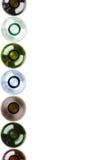 Achtergrond die van lege wijnflessen wordt gemaakt Stock Foto