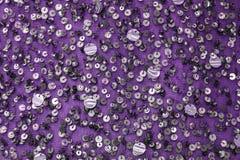 Achtergrond - geborduurde lovertjes van de textuur de feestelijke ontwerper stof, parels Royalty-vrije Stock Afbeelding