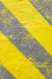 Achtergrond, geel-grijze waarschuwingsstrepen Waarschuwing van gevaar Verticaal kader Royalty-vrije Stock Foto