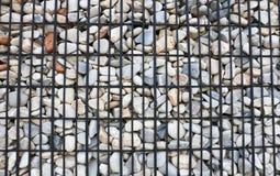 Achtergrond, Graniet behoudende muur die met staalnet wordt versterkt royalty-vrije stock afbeelding