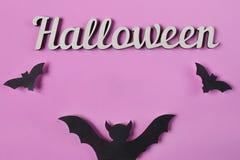 Achtergrond Halloween-decoratie met tekst Papercutknuppels het vliegen Hoogste mening met exemplaarruimte Royalty-vrije Stock Afbeelding