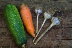 Achtergrond met courgette, wortel en Knoflook Royalty-vrije Stock Afbeeldingen