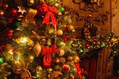 Achtergrond met de decoratie van de Kerstmisboom royalty-vrije stock afbeeldingen