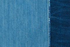 In achtergrond met een lijn van blauwe bergkristallen Met lege ruimte stock foto