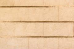 Achtergrond met gele concrete muur in grote bakstenen Royalty-vrije Stock Afbeeldingen