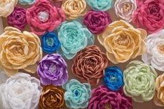 Achtergrond met heel wat kunstbloemen stock afbeelding