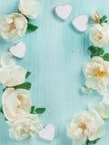 Achtergrond met kader met roze en harten Stock Foto