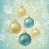 Achtergrond met Kerstmisballen en sneeuwvlokken Royalty-vrije Stock Afbeelding