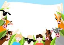 Achtergrond met kinderen en gelukkige landbouwbedrijfdieren Stock Foto's